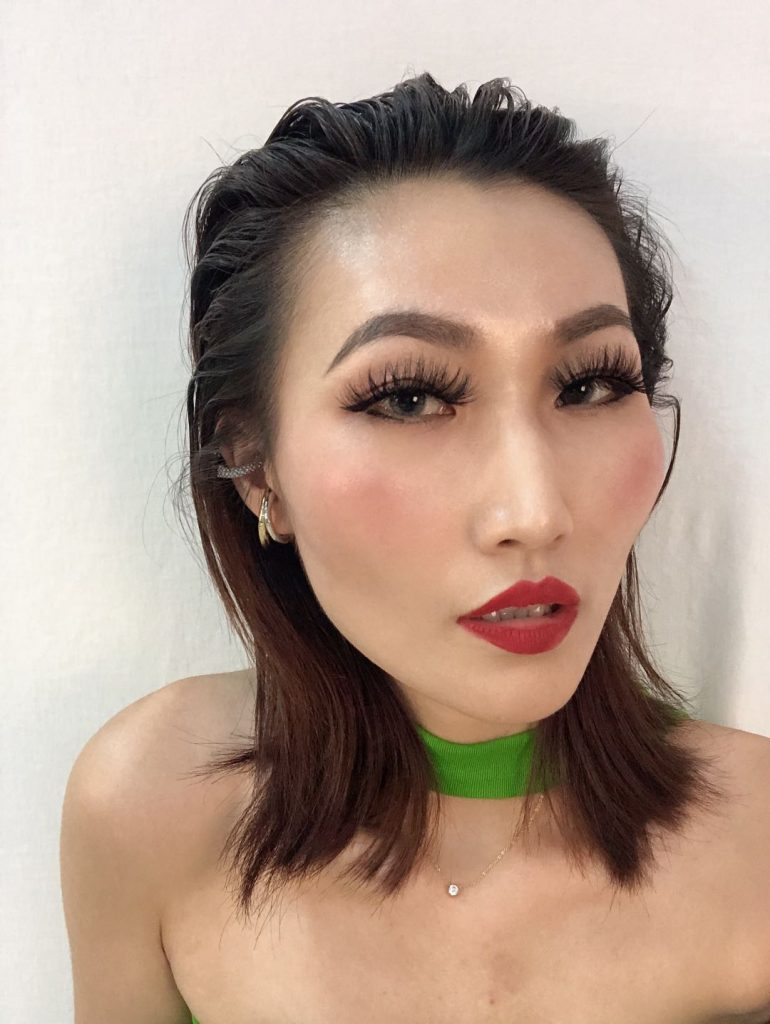 Madihah Trading 3d mink lashes try on by kim lee.