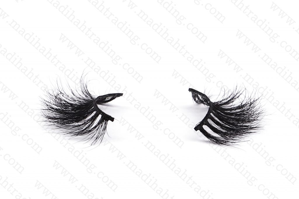 Madihah horse eyelashes are horse hair lashes cruelty free.