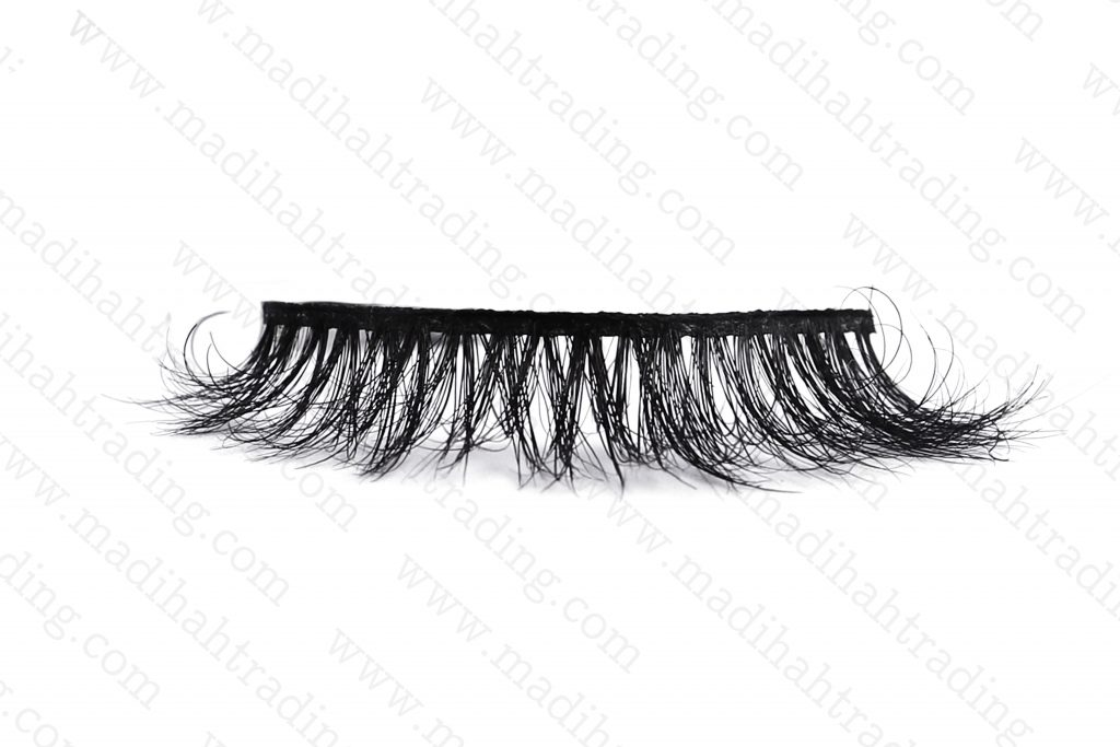 Madihah dropshipping the3d mink eyelashes aliexpress items to theofficial mink lashes instagram store.