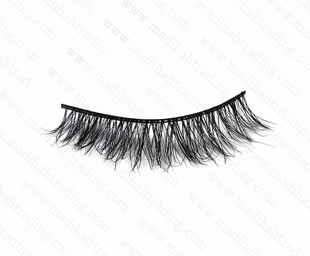 Madihah dropshipping the 3d mink eyelashes ebay items to the eyelash manufacturers in india.