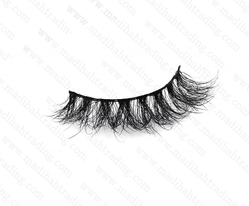 Madihah dropshipping the 3d mink eyelashes ebay items to the eyelash manufacturers in india