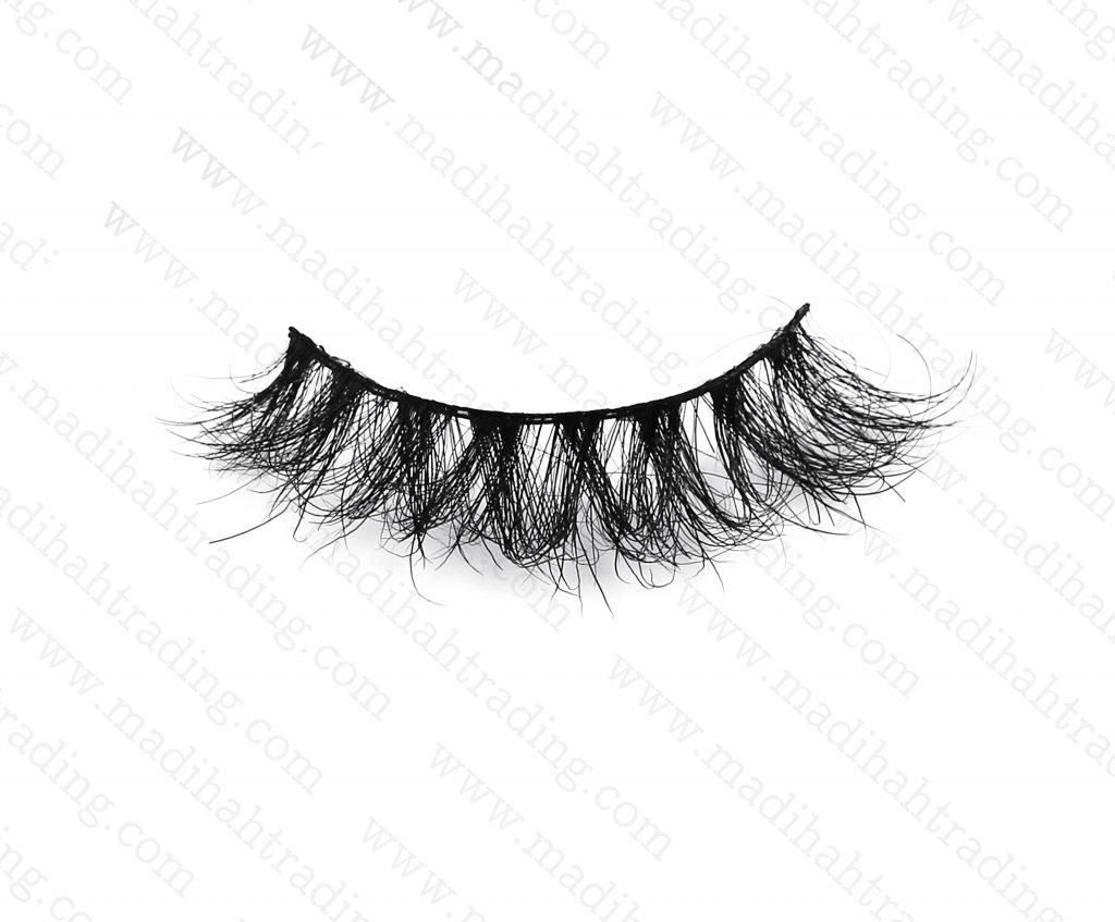 Madihah dropshipping the 3d mink eyelashes aliexpress items to the official mink lashes instagram store