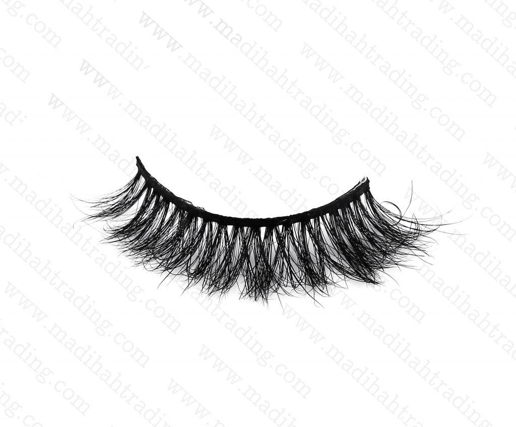 Madihah dropshipping the 3d mink eyelashes ebay items to the eyelash manufacturers in india.